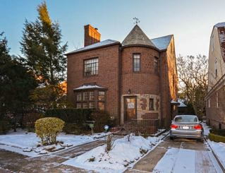 1 Family Van Court/Forest Hills