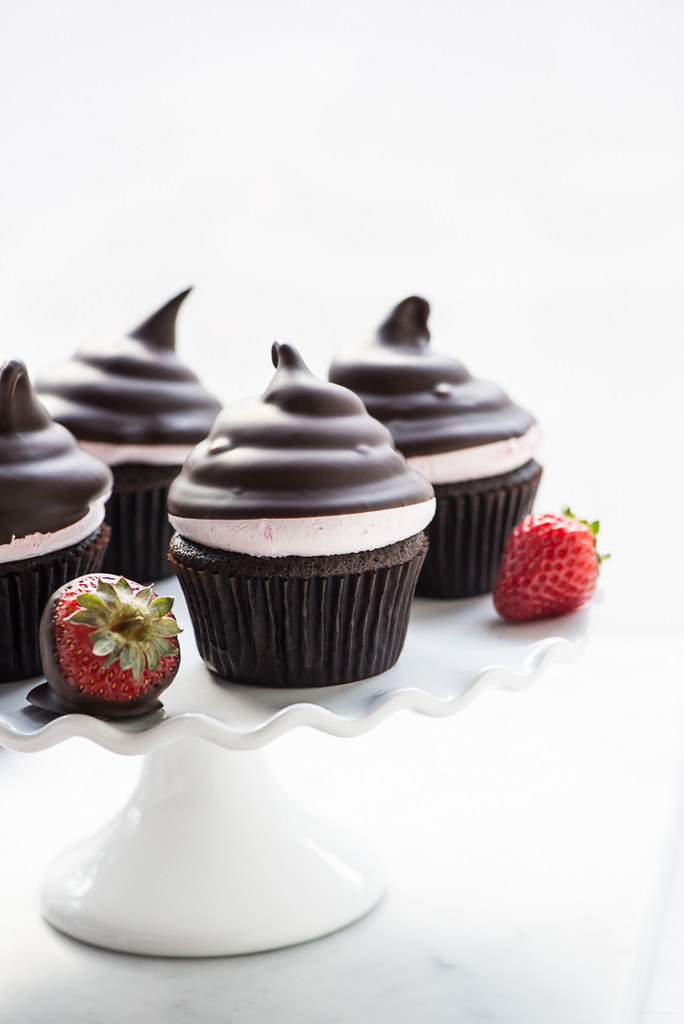Chocolate Covered Strawberry Hi Hat Cupcakes www.pineappleandcoconut.com