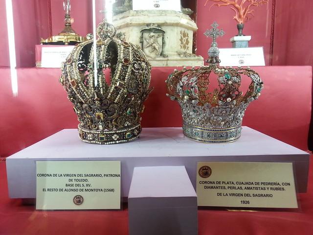 Coronas de la Virgen del Sagrario en la sala del Tesoro de la Catedral