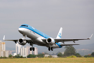 Embraer 190, el modelo de avión que realizará la nueva ruta.