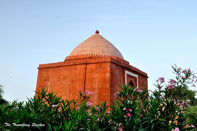 Lal Gumbad (2)