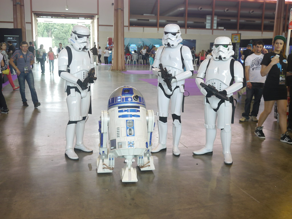 related image - R2D2 et StormtroopersLord of the Geek - Pix and Tech - P1850731