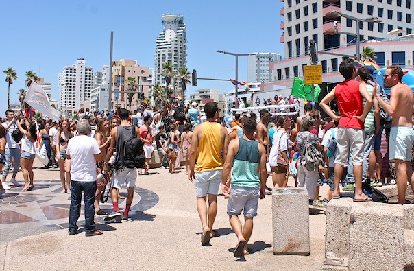 tel-aviv-gay-lgbt-pride-2015-parade-3-beach
