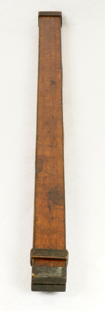 RD14826 Antique Sliding Yardstick ES & Co.  38 inch Brass Sides, Ends and Hardware DSC06560