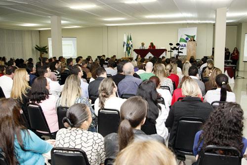 Simpósio com 300 professores discute melhorias para educação profissional