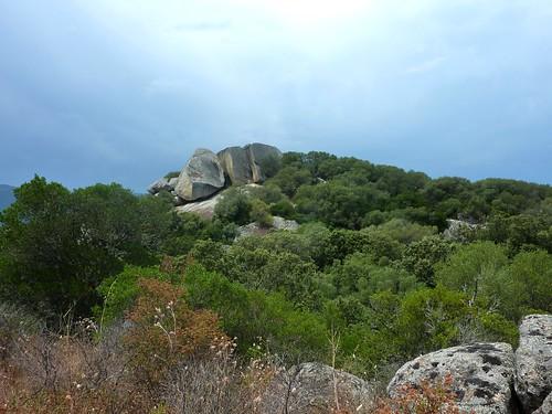 Le site du Castellu di Valle/Bacca depuis la crête en face