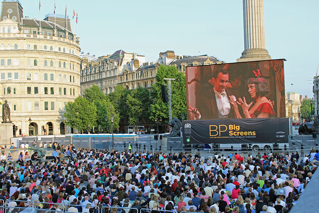 Trafalgar Square during the live relay of La rondine on BP Big Screens © ROH / Simon Magill 2013
