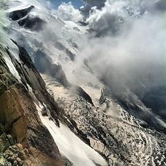 Bijna boven op de Mont Blanc. Wat een geweldige berg. #kabelbaan #uitzicht
