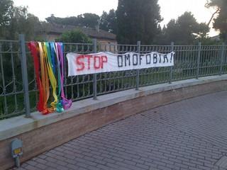 no omofobia 14enne suicida