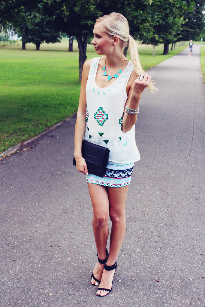 Sheinside, sheinside skirt, sheinside top, vest, aztec print, fashion blog, zara heels, H&M clutch, Ebay necklace, Ebay bargain, cheap necklace, triangle necklace,  mint necklace,