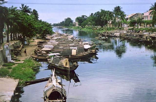 Hue Boat People