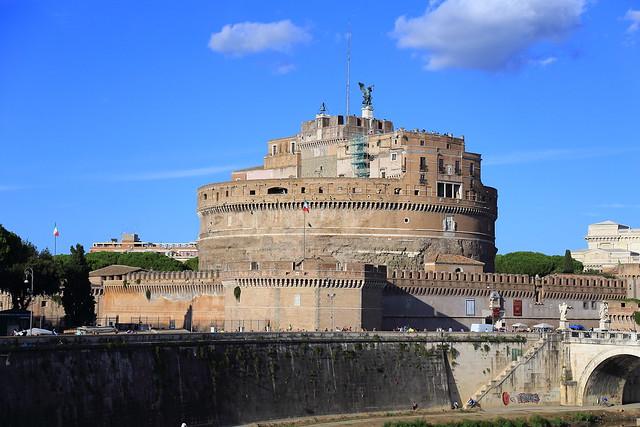 梵蒂冈的广场,梵蒂冈是独立的国家,我们之后会去参观梵蒂冈,严格说