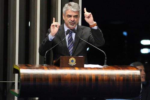 05/11/13 - Senador Humberto Costa PT/PE discursa na tribuna do Senado Federal. Foto: André Corrêa / Liderança do PT no Senado.