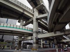 sport venue(0.0), train(0.0), public transport(0.0), monorail(0.0), airport terminal(0.0), skyway(0.0), stadium(0.0), arena(0.0), metropolitan area(1.0), junction(1.0), transport(1.0), architecture(1.0), overpass(1.0), infrastructure(1.0), bridge(1.0),