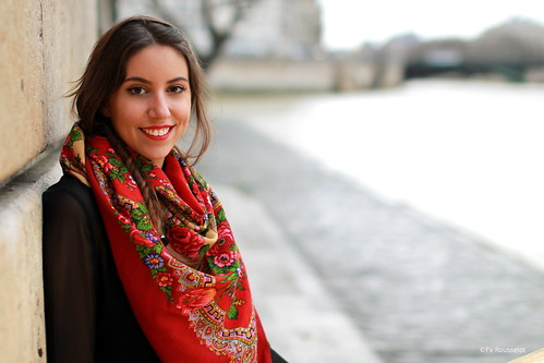 scarf-comtesse-sofia-red-colorful-paris-girl-pretty