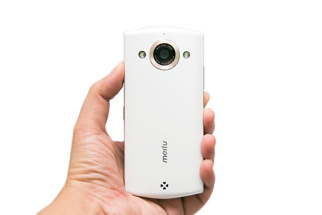 真正自拍神器手机版 美图手机 2 开箱分享图片