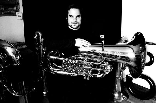 Oscar Abella - Tuba Studio - Horizontal