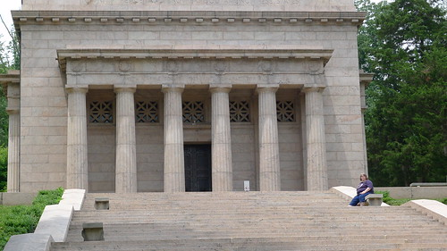 Closeup of the Lincoln Birthplace Memorial Building