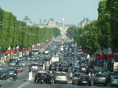 Lots of traffic on Champs-Élysées