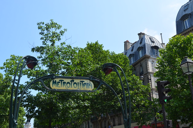 paris_metro_sign_rooftops