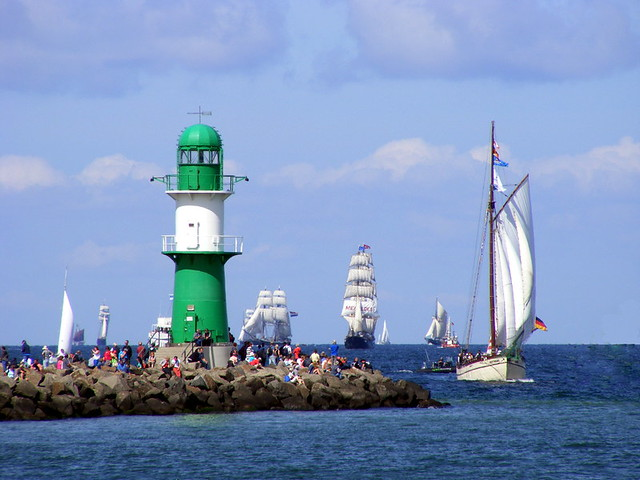 Schiffe und Leuchtturm