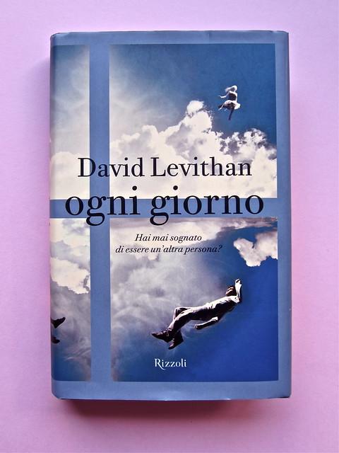 David Levithan, ogni giorno. Rizzoli 2013. Progetto grafico di copertina © Adam Abernethy. Prima di sovracoperta (part.), 1
