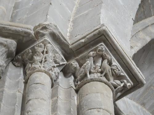 Iglesia de San Miguel de Foces - Capiteles en el interior