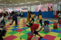 Al Saqaeebi家族基金會推廣兒童體適能運動。