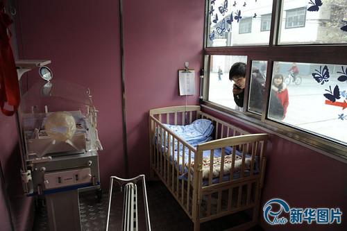 """西安设""""弃婴安全岛"""" 一周收1名患病弃婴(图)"""