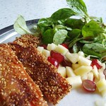©Sesam-Möhren auf Feldsalat mit Trauben-Apfel-Salsa