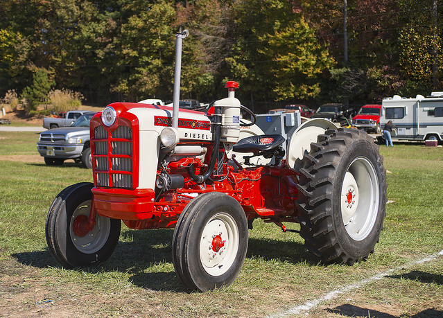 Old Ford Diesel Tractors : Diesel engine ford old tractor