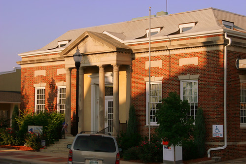 McMinnville, TN post office (by: Brent Moore, creative commons)
