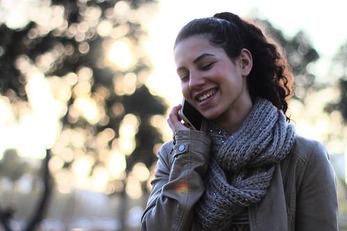 park portrait woman girl smile children 50mm phone telephone femme naturallight beersheva