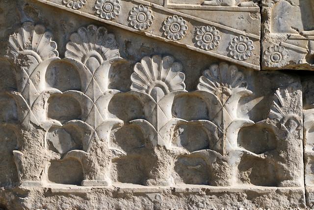 Flower motif relief in Persepolis, Iran ペルセポリス遺跡、階段の植物文様レリーフ