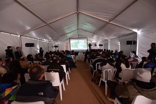 Las conferencias reúnen a un público abundante.