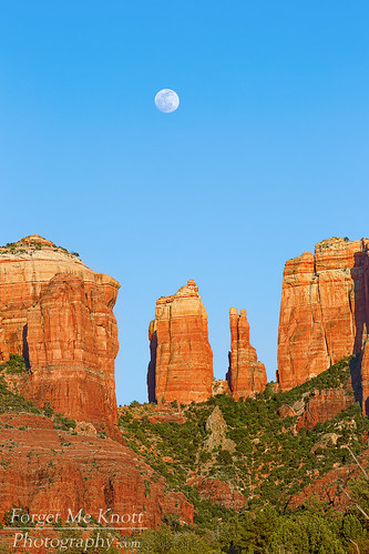 arizona moon rock rising crossing desert cathedral sedona full moonrise redrock oakcreek brianknott forgetmeknottphotography fmkphoto