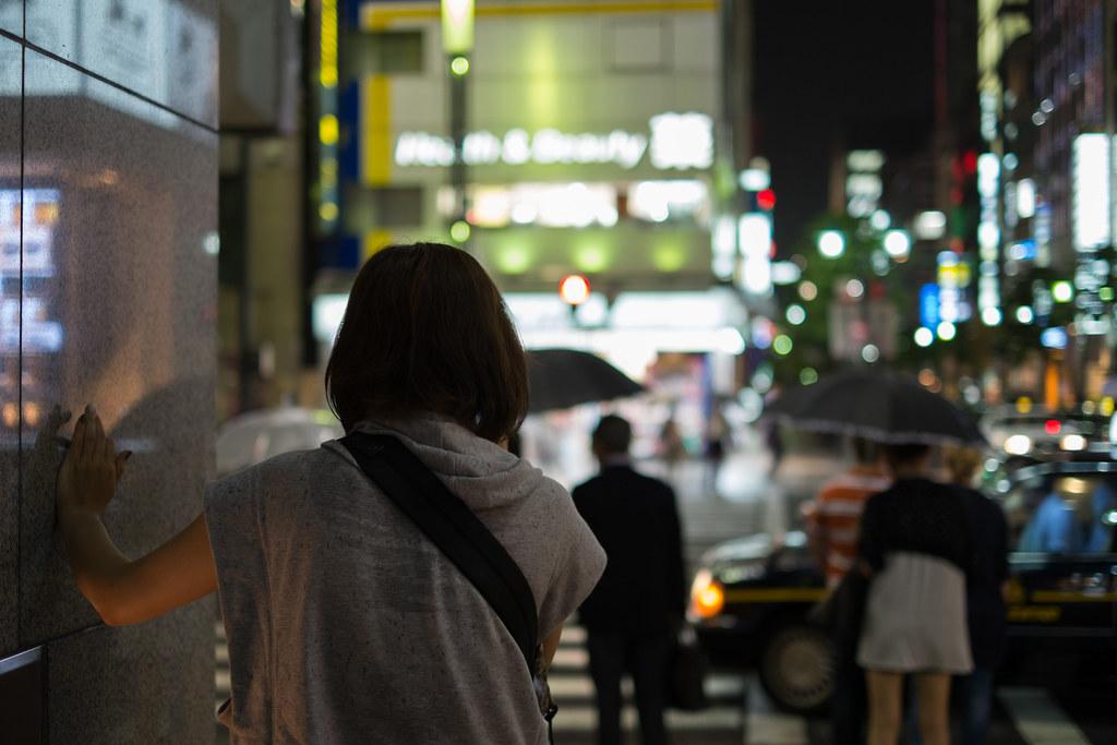 信号待ちの女性 2013/06/19 DSCF0318