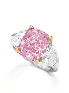 2455_The Vivid Pink 5 carats_Ring Shot