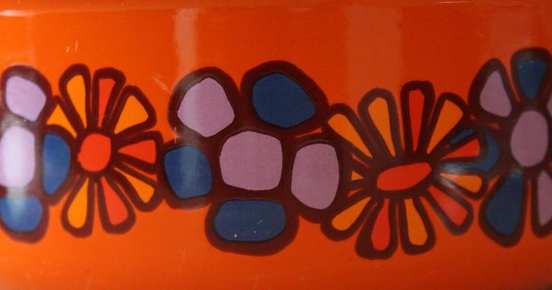 Vintage pannetje met oranje paarse print