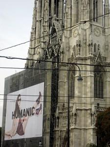 Werbung an der Votivkirche Wien