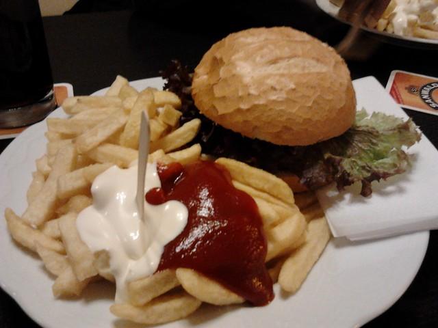 XXL Burger von X in Tübingen