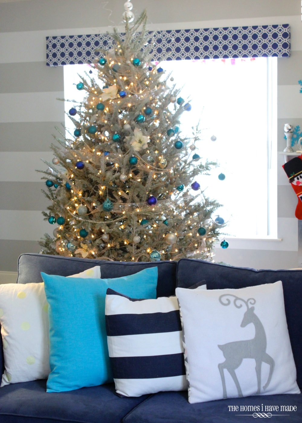 Holiday Living Room 2013-022