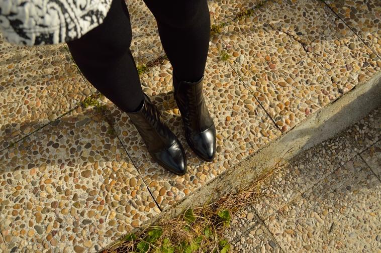 lara-vazquez-madlula-details-black-boots