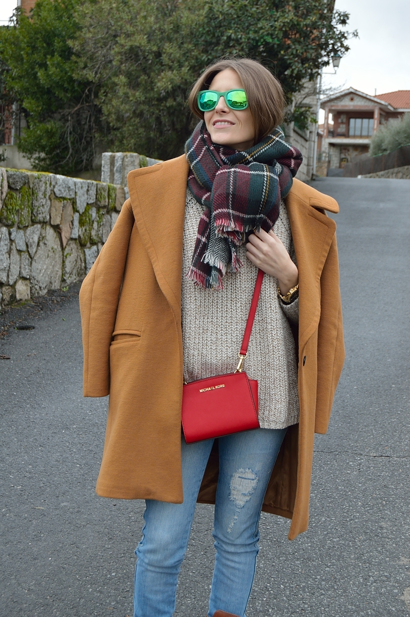 lara-vazquez-madlula-blog-fashion-plaid-foulard-brown-coat