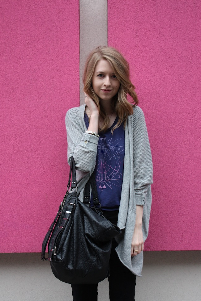 chelsea+lane+minneapolis+fashion+style+blogger+vans+girls+tee+lily+and+violet+cardigan+justfab+signature+skinny+loafers4