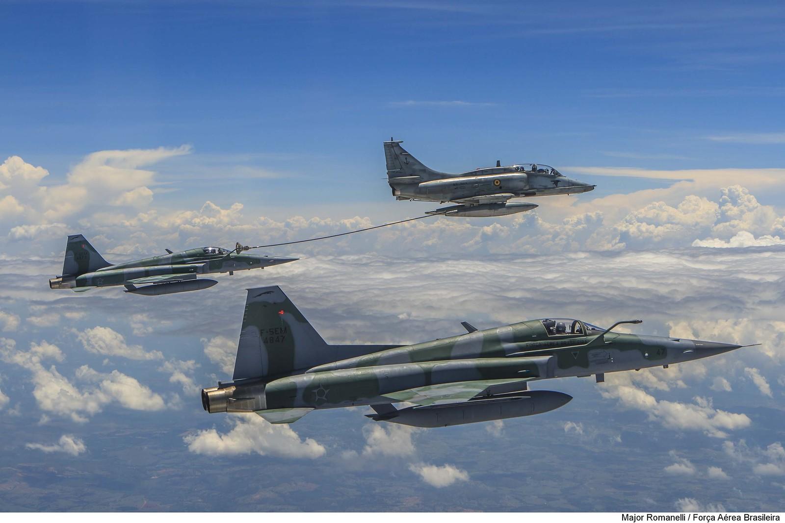 Brasil: FAB e Marinha realizam operação inédita de reabastecimento em voo