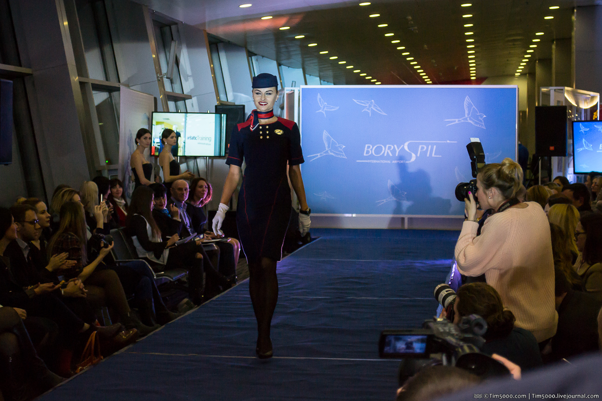 Форма стюардесс Azur Air Ukraine