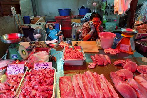 Maeklong railway market ตลาดแม่กลอง