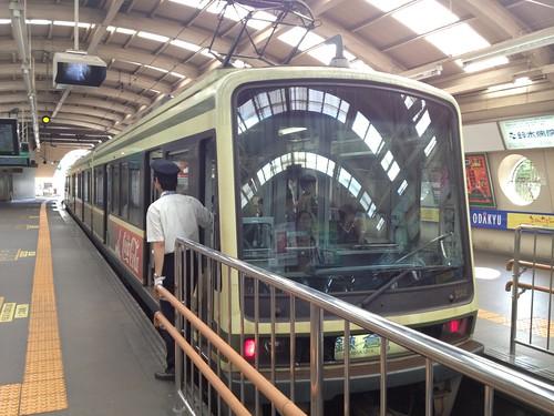 電車がレトロでいい雰囲気@藤沢駅