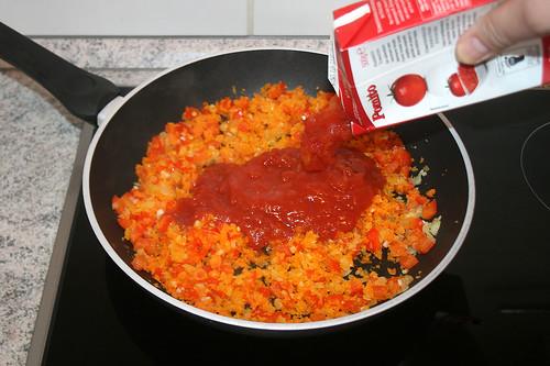 24 - Mit Tomaten ablöschen / Add tomatoes